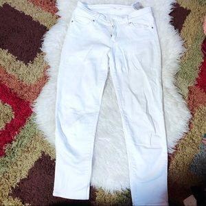 Levi's Cropped White Jean